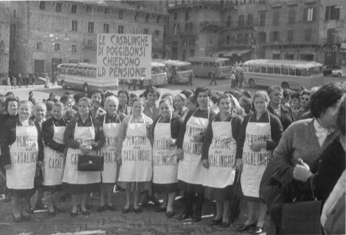 Siena.-Anni-'60.-Manifestazione-per-la-pensione-alle-casalinghe