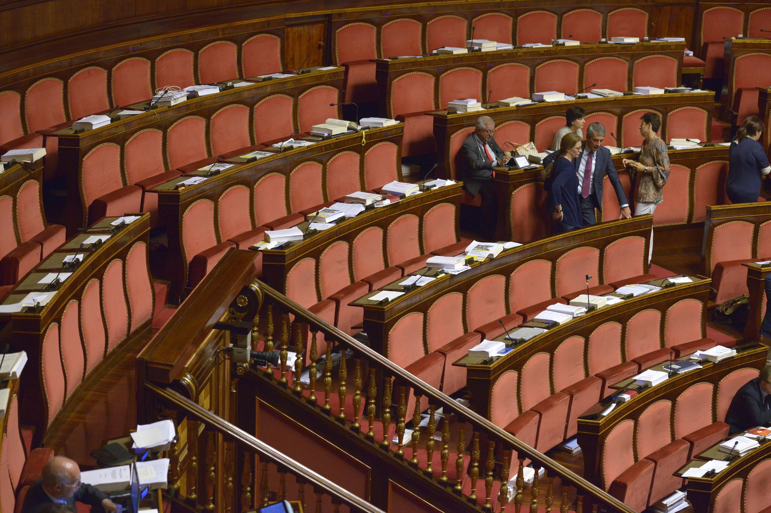 I banchi semivuoti dell'Aula del Senato dopo l'abbandono dei senatori del M5s e della Lega Nord, Roma, 01 Agosto 2014. ANSA / LUIGI MISTRULLI